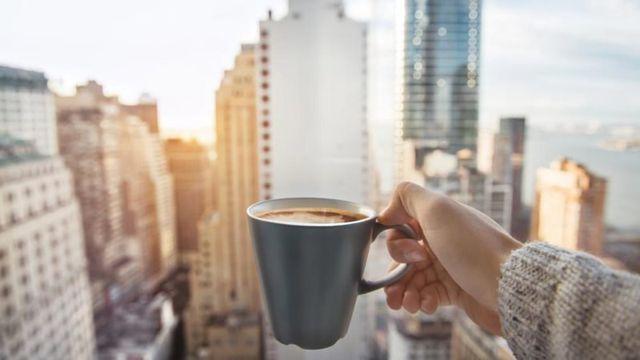 Tại sao không nên uống cà phê khi bụng đói?