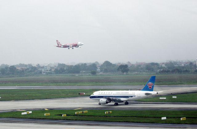 Nguy cơ đóng cửa đường băng sân bay Nội Bài vì hằn lún 1m