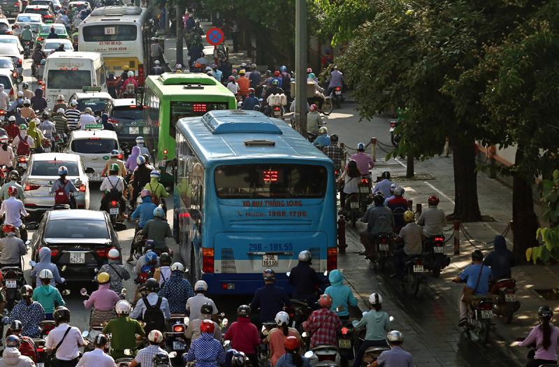 Phát triển hệ thống vận tải công cộng: Chưa hiệu quả