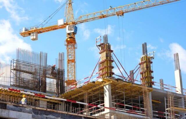 Công ty đang xin cấp chứng chỉ năng lực xây dựng có được ký hợp đồng nhận thầu không?