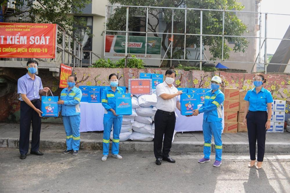 Giám đốc Sở Xây dựng Hà Nội đến thăm và động viên người lao động Urenco