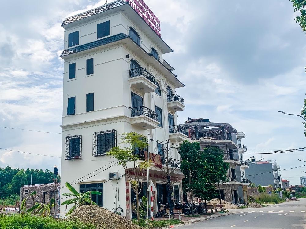 Bắc Giang: Khu dân cư hiện đại nhưng người dân phải dùng điện tạm
