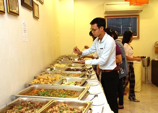Việt kiều - người nước ngoài mở nhà hàng ăn tại Việt Nam