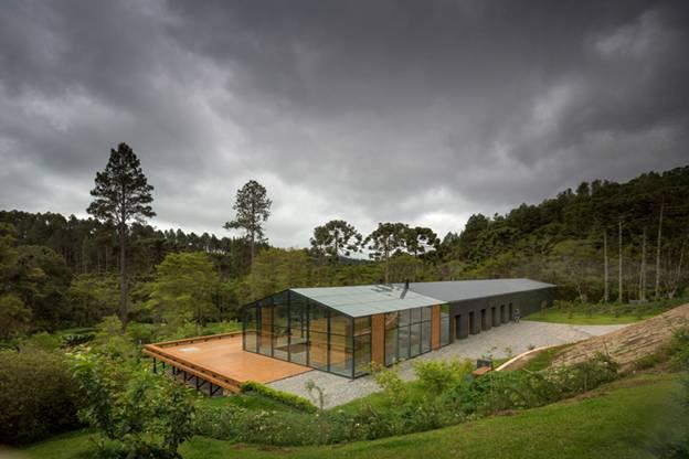 095255baoxaydung image002 Cùng nhìn qua ngôi nhà thiết kế tích hợp tối ưu với cảnh quan ở miền núi Brazil