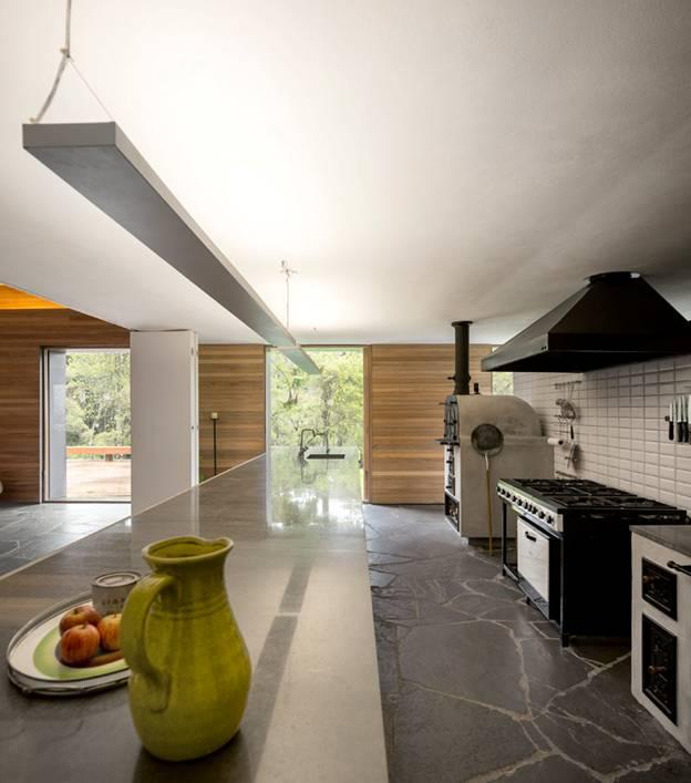 095255baoxaydung image005 Cùng nhìn qua ngôi nhà thiết kế tích hợp tối ưu với cảnh quan ở miền núi Brazil