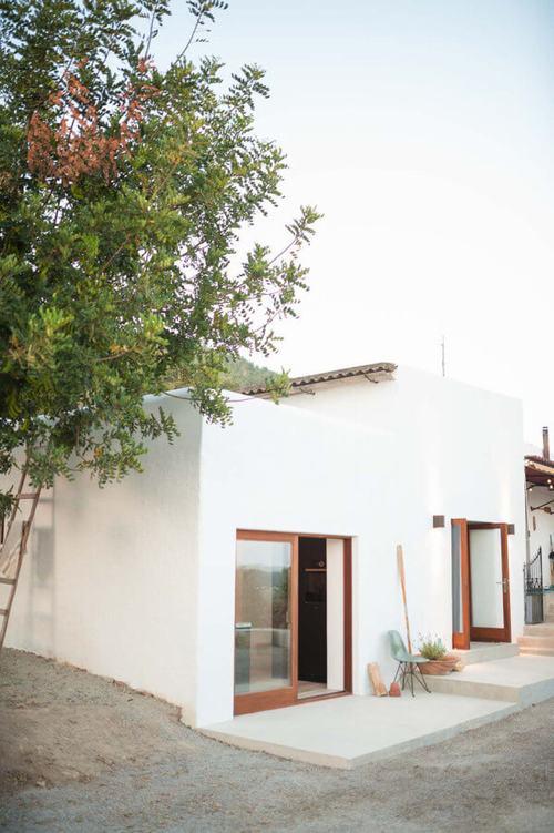 194018baoxaydung image013 Thiết kế và cải tạo ngôi nhà 200 tuổi trở thành nhà khách