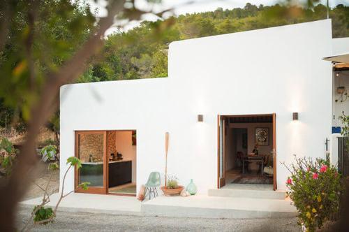 194018baoxaydung image014 Thiết kế và cải tạo ngôi nhà 200 tuổi trở thành nhà khách