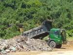 Quảng Ninh: Vụng trộm đổ đất mồ mả xuống khu dân cư