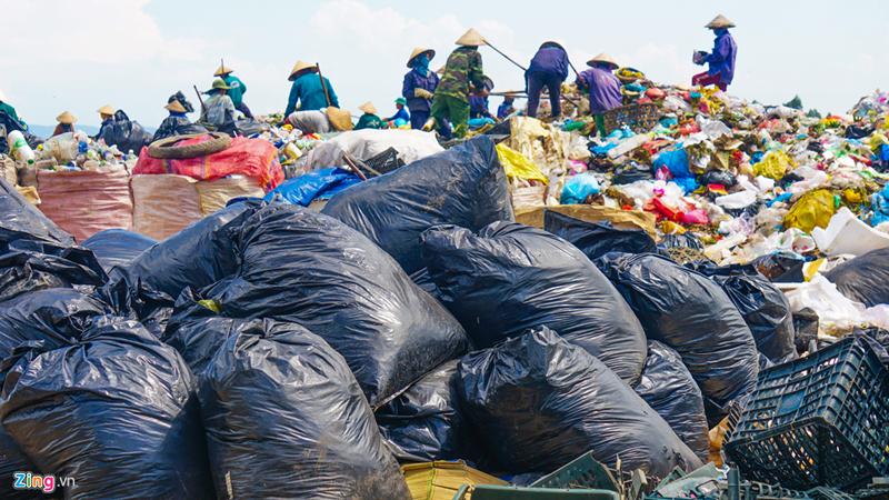Bãi rác lớn nhất miền Trung cận kề ngày đóng cửa