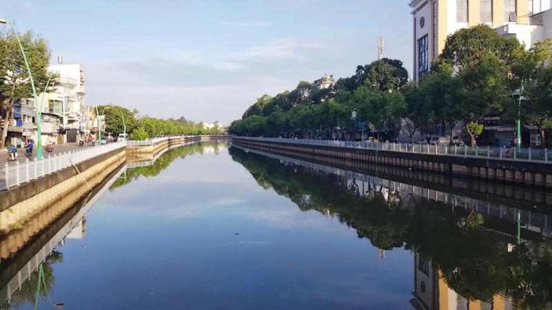 """TP Hồ Chí Minh: Dự án xử lý nước thải kênh Nhiêu Lộc Thị Nghè - Chọn nhà thầu theo cách """"lạ lùng"""""""
