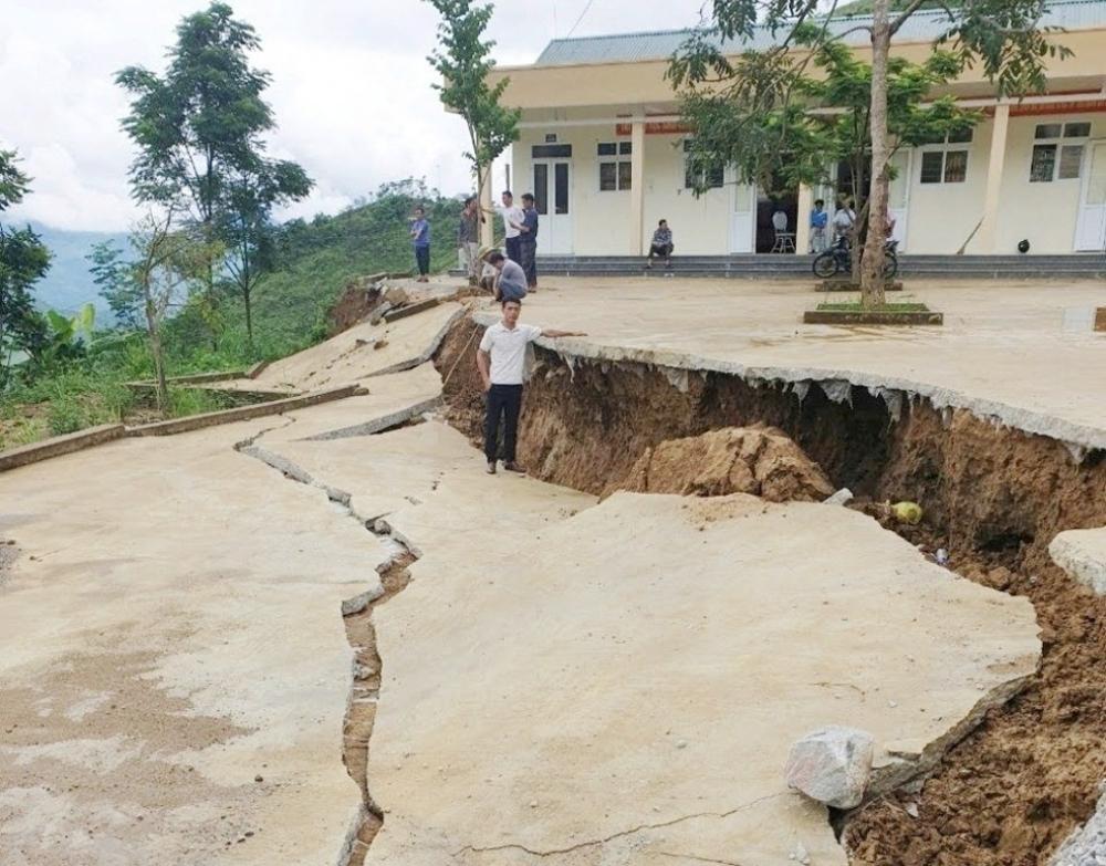 Mường Lát (Thanh Hóa): Trường Tiểu học Nhi Sơn bị sụt lún nghiêm trọng