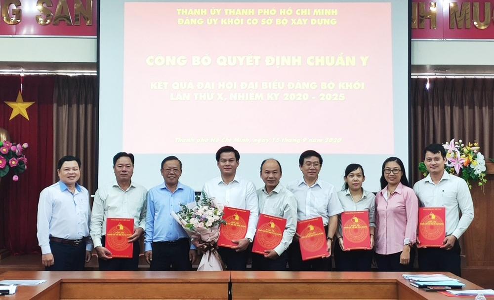 Trao Quyết định công nhận Ban Chấp hành Đảng bộ Khối cơ sở Bộ Xây dựng nhiệm kỳ 2020 - 2025
