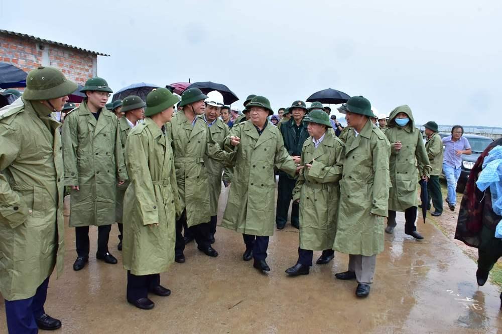 Phó Thủ tướng Trịnh Đình Dũng yêu cầu không được chủ quan với cơn bão số 5