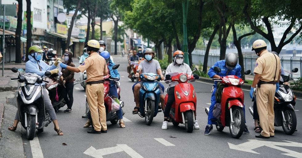 Hà Nội chưa xử phạt người không có giấy đi đường mới trong 2 ngày tới