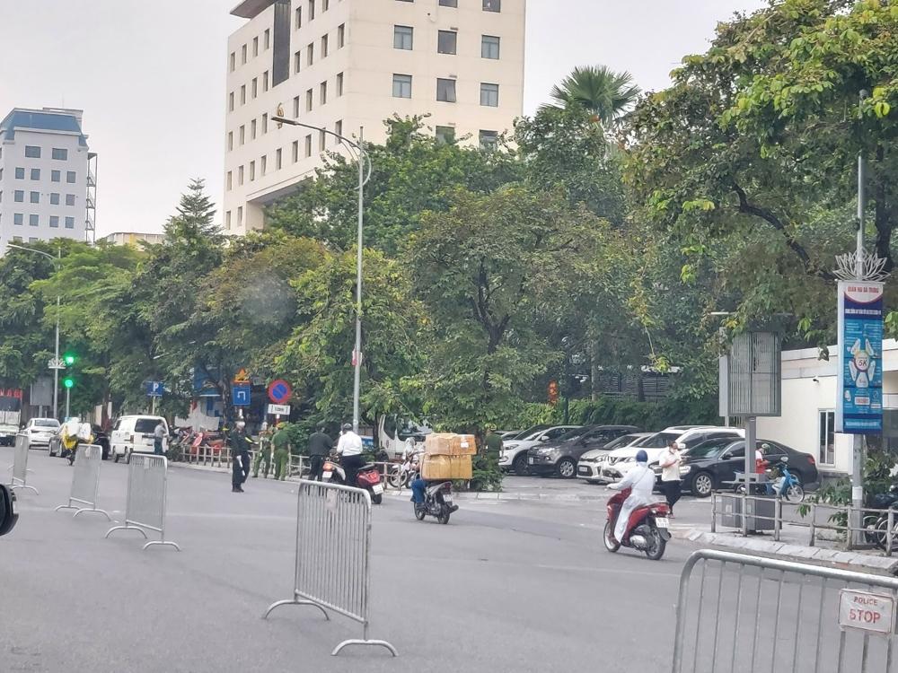 Hà Nội chính thức xử phạt nếu người dân không xuất trình được giấy đi đường mới từ 6h00 ngày 8/9/2021