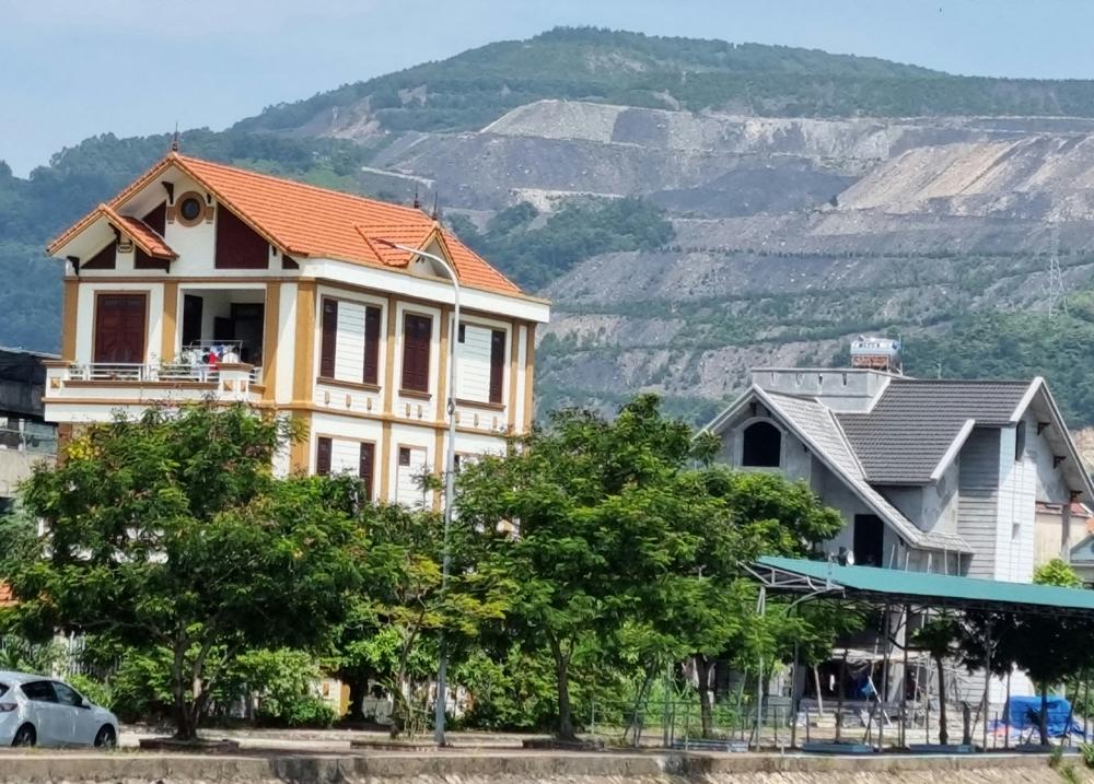 """Cẩm Phả (Quảng Ninh): Những tòa biệt thự không """"sổ đỏ"""", nỗi oan trái"""