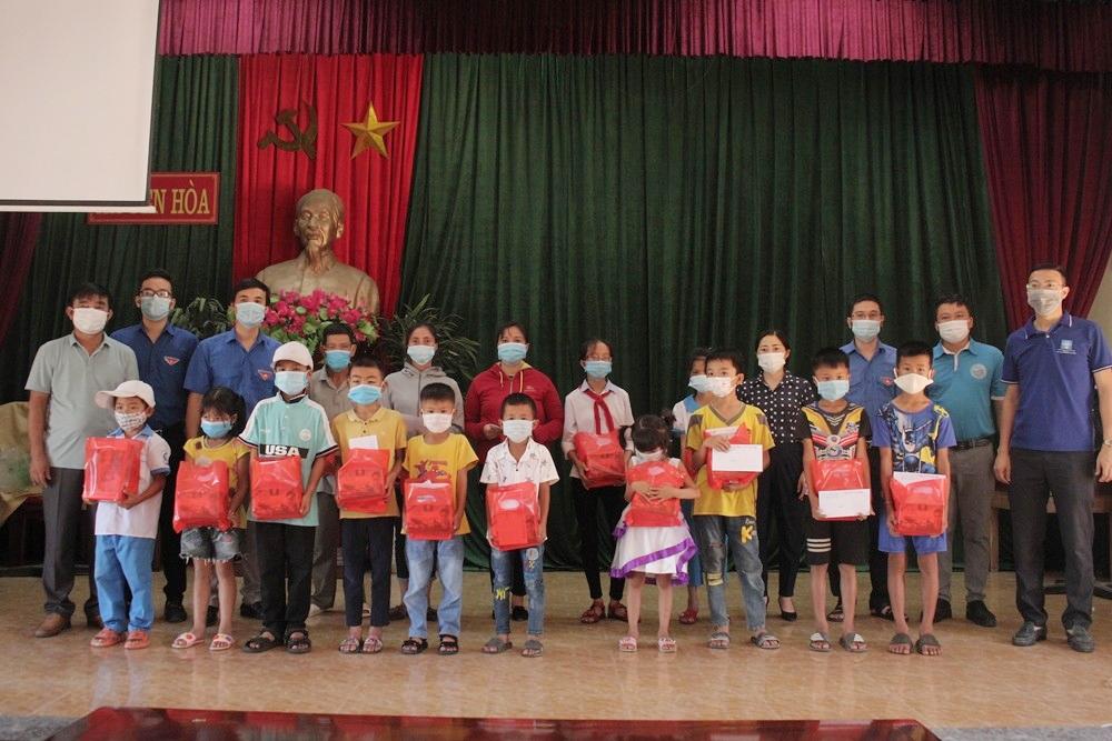 Đoàn Thanh niên Sở Xây dựng Hà Tĩnh: Mang Tết Trung thu đến với những trẻ em có hoàn cảnh khó khăn