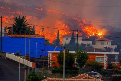 Nhiều ngôi nhà ở Tây Ban Nha bị thiêu trụi vì dung nham