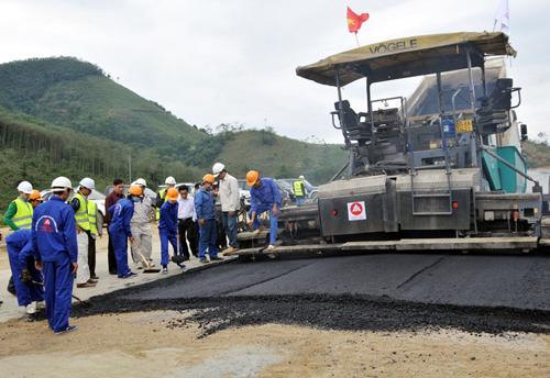 Đẩy nhanh tiến độ dự án đường cao tốc Nội Bài – Lào Cai đoạn qua tỉnh Lào Cai