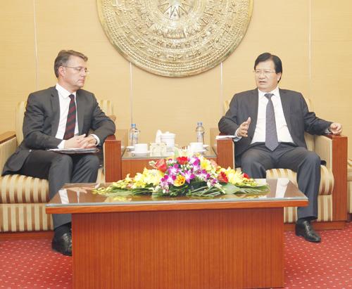 Bộ trưởng Trịnh Đình Dũng tiếp Quốc vụ khanh CHLB Đức