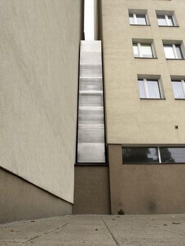 084922baoxaydung image002 Mẫu thiết kế độc đáo cho ngôi nhà chỉ có mặt tiền 1,22m