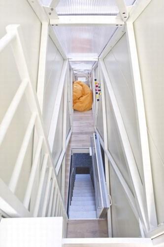 084923baoxaydung image004 Mẫu thiết kế độc đáo cho ngôi nhà chỉ có mặt tiền 1,22m