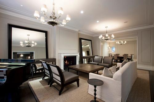183033baoxaydung image001 Thiết kế nhà phòng khách hiện đại với gương trang trí