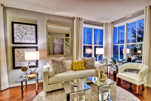 183036baoxaydung image004 Thiết kế nhà phòng khách hiện đại với gương trang trí