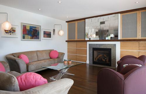 183038baoxaydung image007 Thiết kế nhà phòng khách hiện đại với gương trang trí