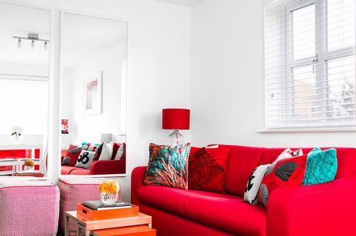 183040baoxaydung image011 Thiết kế nhà phòng khách hiện đại với gương trang trí
