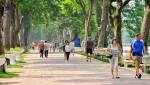 Làm trong sạch phố đi bộ Hồ Gươm bằng việc không khói thuốc
