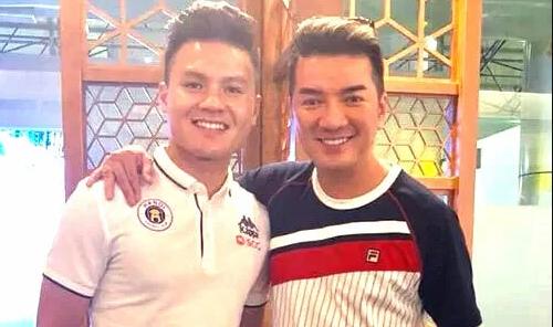 Đàm Vĩnh Hưng mời cả nhà Quang Hải xem show