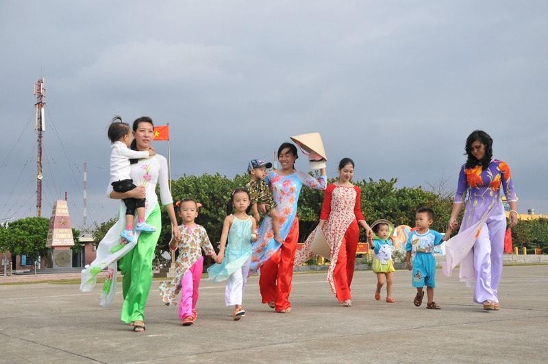 Phụ nữ Việt Nam - Niềm tin yêu và hạnh phúc