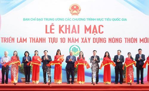 Thủ tướng cắt băng khai mạc triển lãm thành tựu 10 năm xây dựng nông thôn mới