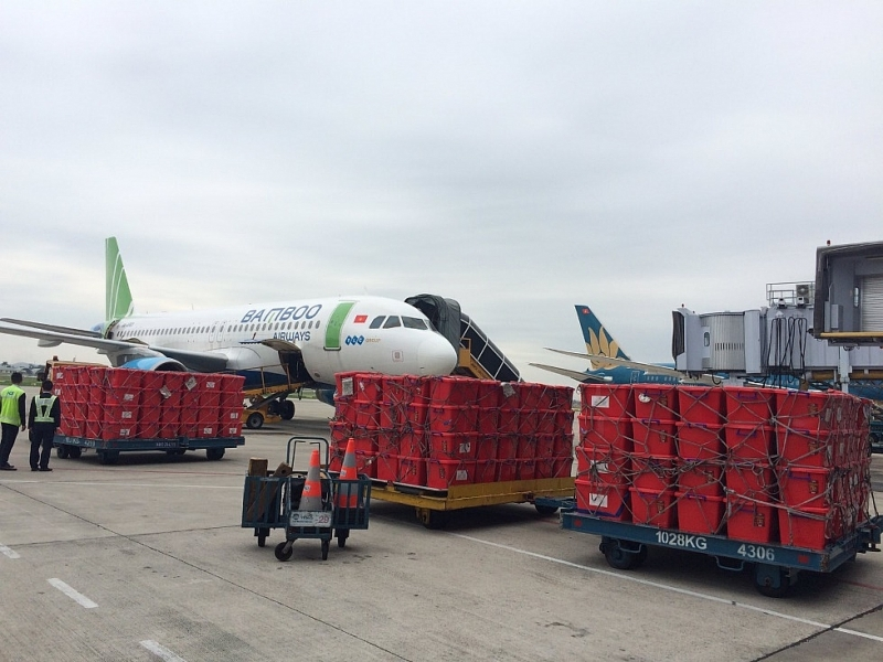 bamboo airways khai thac chuyen bay charter cho hang cuu tro dong bao mien trung