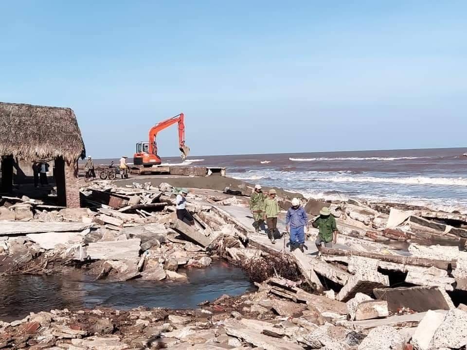 Hải Hậu (Nam Định): Khẩn trương khắc phục sự cố sạt kè khu du lịch biển Thịnh Long