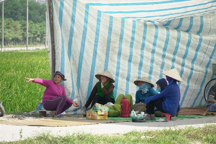 Người dân lại chặn bãi rác Nam Sơn, xe chở rác không thể ra vào