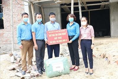 Hà Giang: Trao 80 triệu đồng hỗ trợ 2 đoàn viên làm nhà Mái ấm Công đoàn