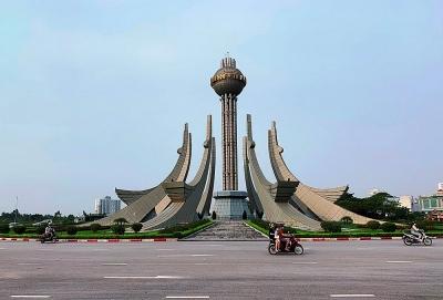 Thành phố Thanh Hóa: Công trình kiến trúc Hồng hạc hướng thiên sụt lún, bong tróc đá lát