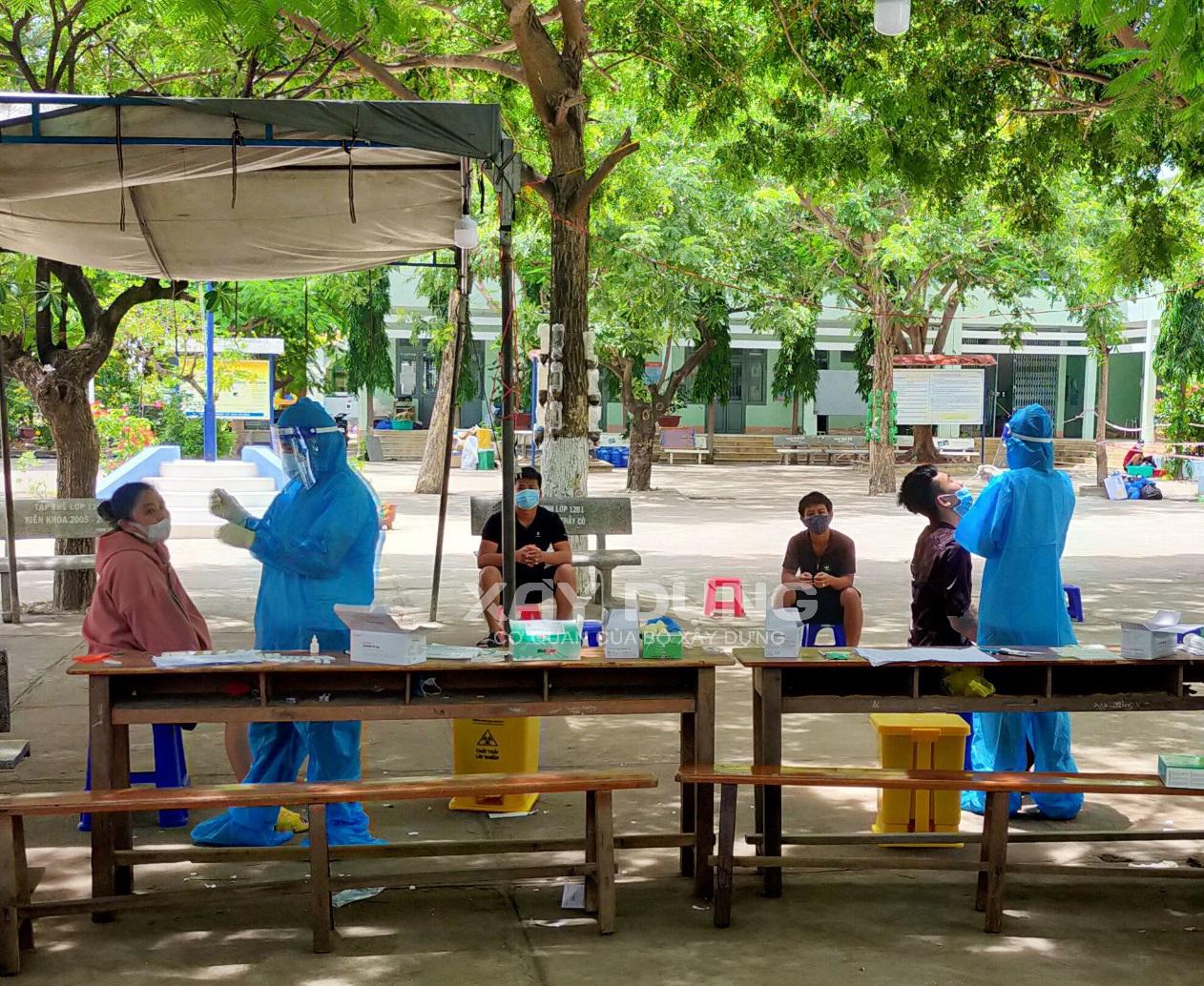 Ninh Thuận: Xét nghiệm 100% cho người lao động trên công trường xây dựng