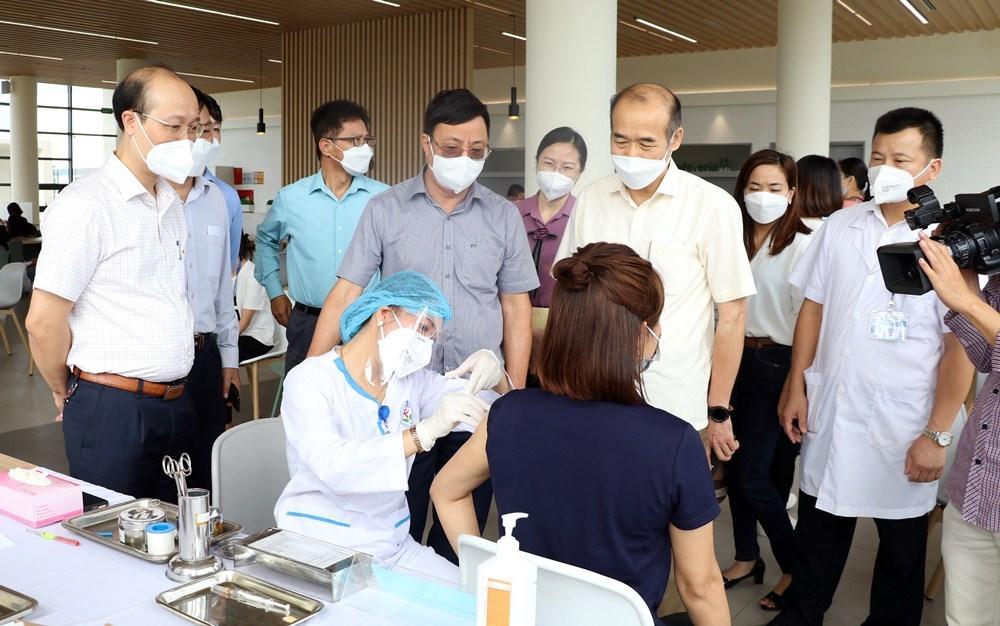 Tiêm vắc xin phòng Covid-19 cho người nước ngoài tại Thái Nguyên