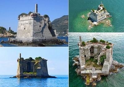 Tháp cổ nằm chơ vơ giữa biển