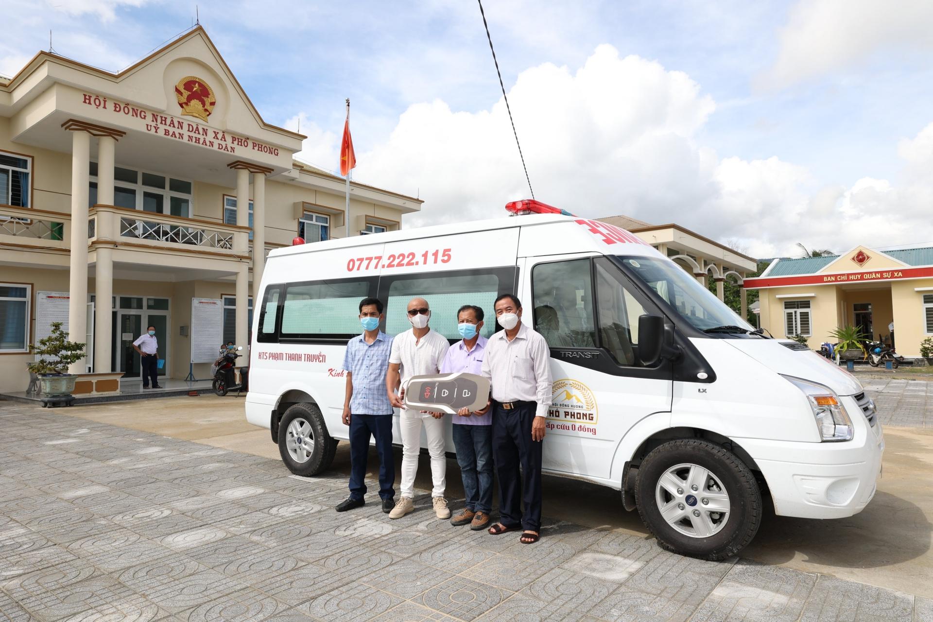 Quảng Ngãi: Kiến trúc sư tặng xe cứu thương cho quê hương