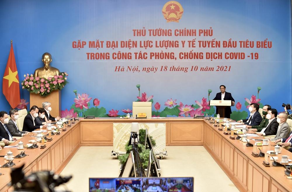 Thủ tướng gặp mặt đại diện lực lượng y tế tuyến đầu tiêu biểu trong công tác phòng chống dịch