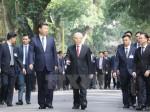 Hình ảnh Tổng Bí thư và Chủ tịch Trung Quốc thăm Nhà sàn Bác Hồ