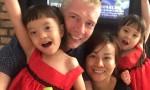 Kiến trúc sư Anh phải lòng cô gái Việt từ lúc tranh mua mớ rau mùi