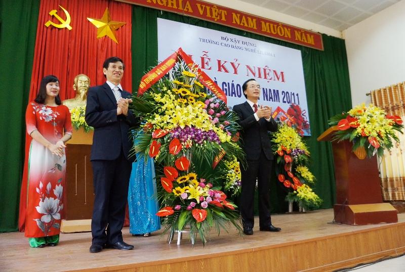 Bộ trưởng Phạm Hồng Hà thăm và chúc mừng trường Cao đẳng nghề Lilama 1 nhân ngày nhà giáo Việt Nam