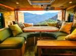 Du lịch vòng quanh thế giới trong nhà gỗ sang trọng thiết kế từ xe tải
