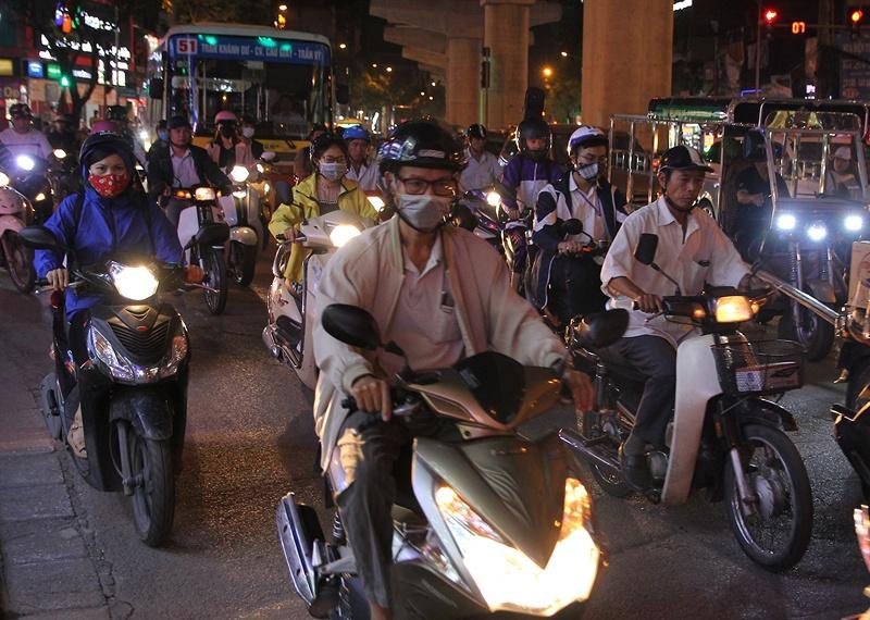 Vì sao người dân Hà Nội ít sử dụng khẩu trang chống bụi mịn?
