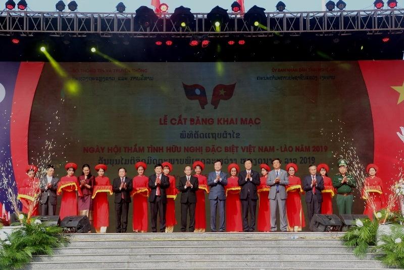 """Nghệ An: Khai mạc Ngày hội """"Thắm tình hữu nghị đặc biệt Việt Nam - Lào"""" năm 2019"""